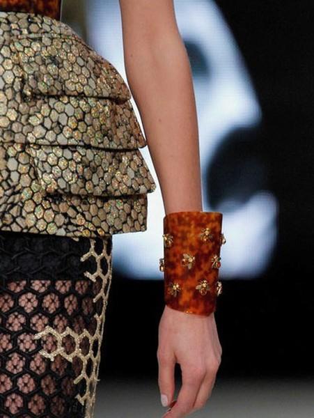 roupa_bracelete_abelha Abelhas na moda Papo de Praga