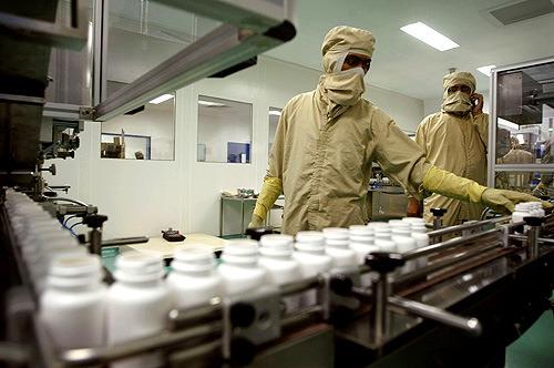 fabrica_remedios Pergunte ao Especialista: Posso aplicar inseticidas na área de produção de uma fábrica? Perguntas ao Especialista